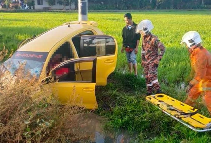 Keadaan kereta mangsa yang terjunam ke dalam parit sawah susulan kemalangan.