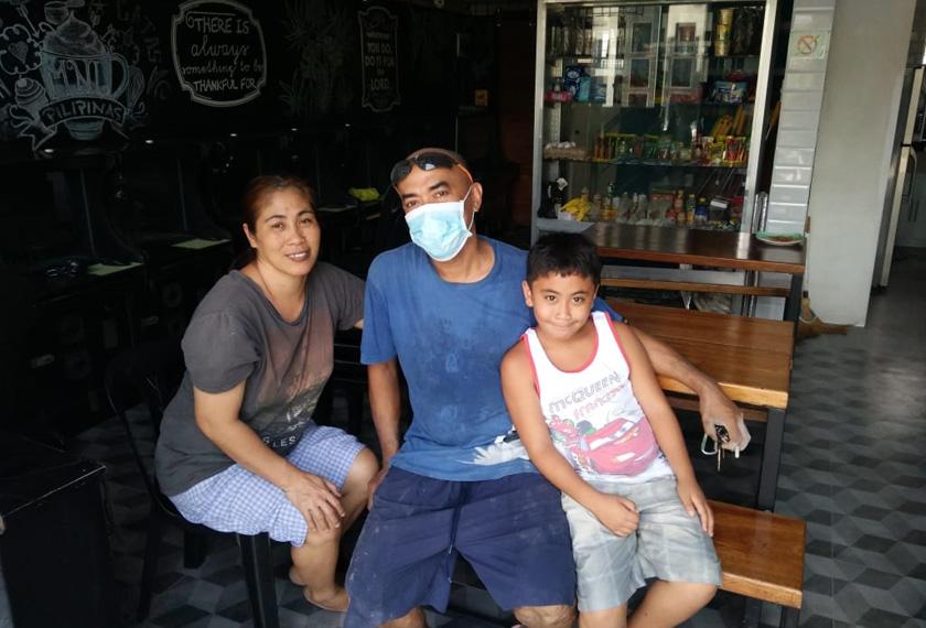 Adriano bersama isteri dan anak lelakinya. Foto Ceritalah