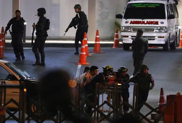 Amuk askar Thailand: Anggota pasukan keselamatan terbunuh ketika serbuan