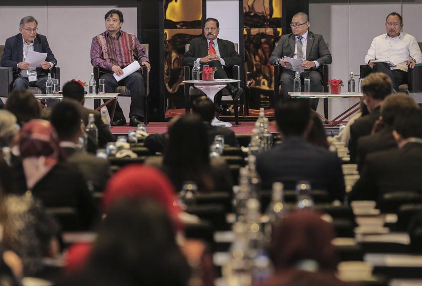 Delegasi dari 21 anggota ekonomi APEC termasuk para pemegang taruh mengemukakan input mereka dalam merangka Visi Pasca APEC 2020. - Foto Astro AWANI / SHAHIR OMAR