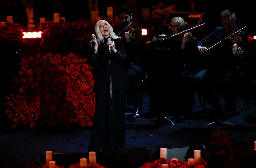Upacara penghormatan terakhir itu turut dimeriahkan dengan persembahan oleh penyanyai popular Alicia Keys dan Christina Aguilera. Foto: AP