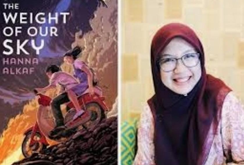 Hanna Alkaf dan novelnya 'The Weight of our Sky'.