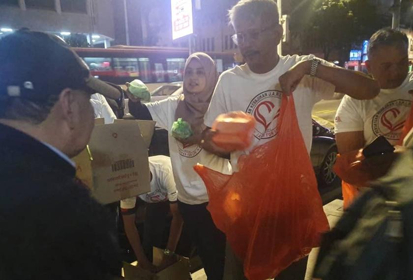 Apabila PKP dikuat kuasa pada 18 Mac lalu, aktivis sosial mula memikirkan langkah mengendalikan kelangsungan program amal terutama nasib bantuan makanan di jalanan.