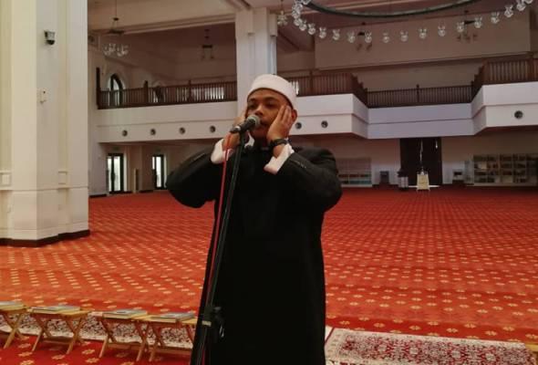 Muslims grapple with Ramadan rituals in coronavirus era