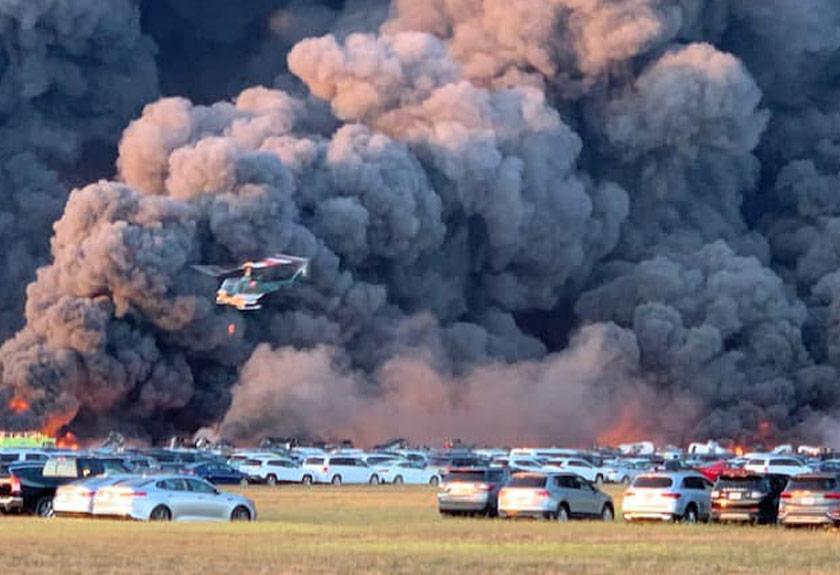 Difahamkan, kebakaran bermula di tempat penyimpanan kenderaan sewa yang terletak berdekatan landasan kapal terbang. - Gambar Facebook