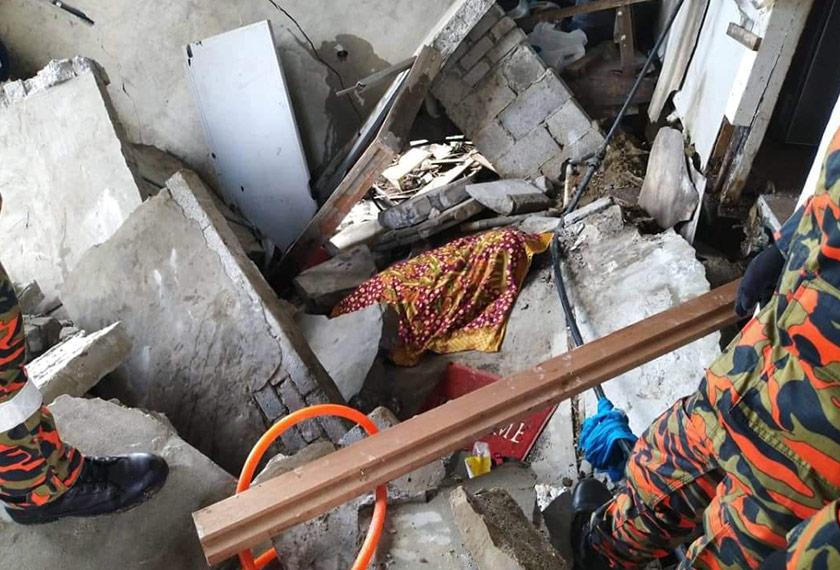 Wanita warga emas ini dipercayai maut selepas dihempap runtuhan konkrit.