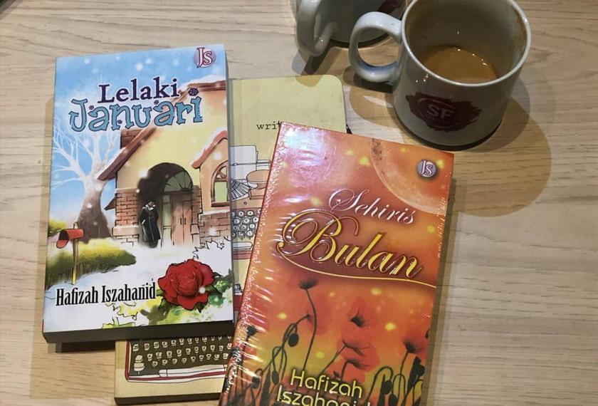 Novel Sehiris Bulan (2011) dan Lelaki Januari (2014) karya Hafizah Iszahanid. - Gambar Hafizah Iszahanid