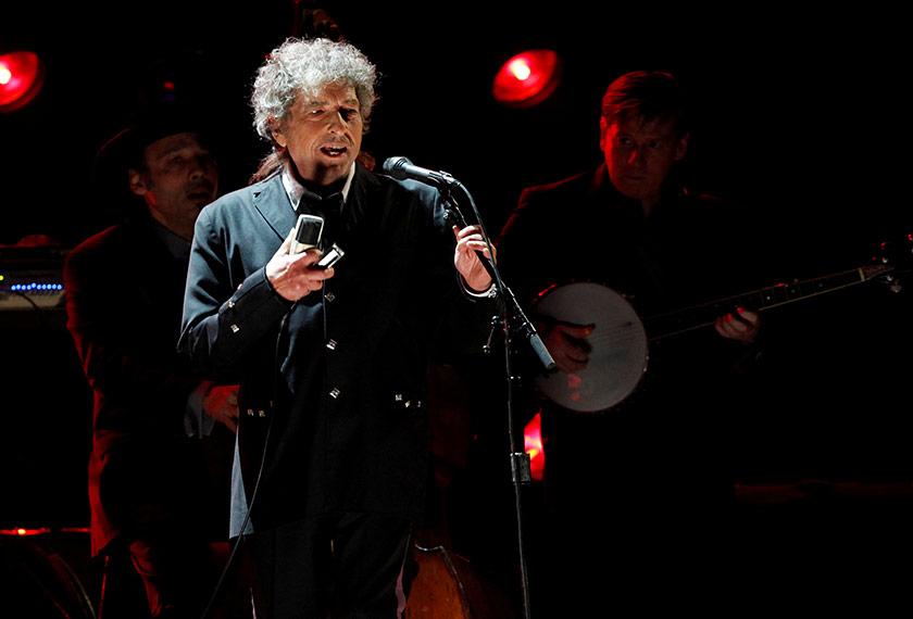Bob Dylan menulis hampir 400 buah lagu ketika menerima Hadiah Noble Kesusasteraan pada 2016.