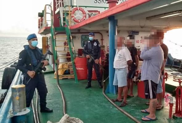 PPM tahan lima lelaki cuba seludup 90,000 liter petrol ke Filipina