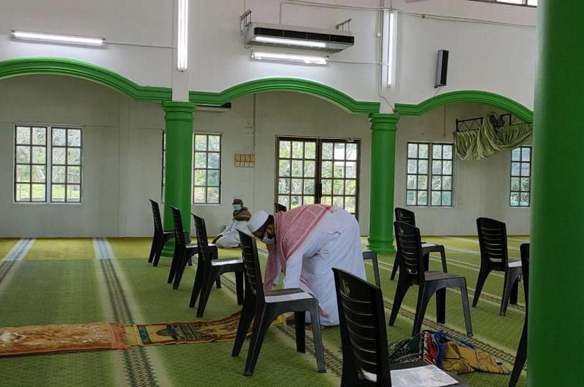 Bagi Jawatankuasa Masjid Az Zaiton, Bukit Pinang segala persiapan dilakukan dengan cara baharu bagi menyambut jemaah yang bakal menunaikan solat sunat Aidilfitri di situ.