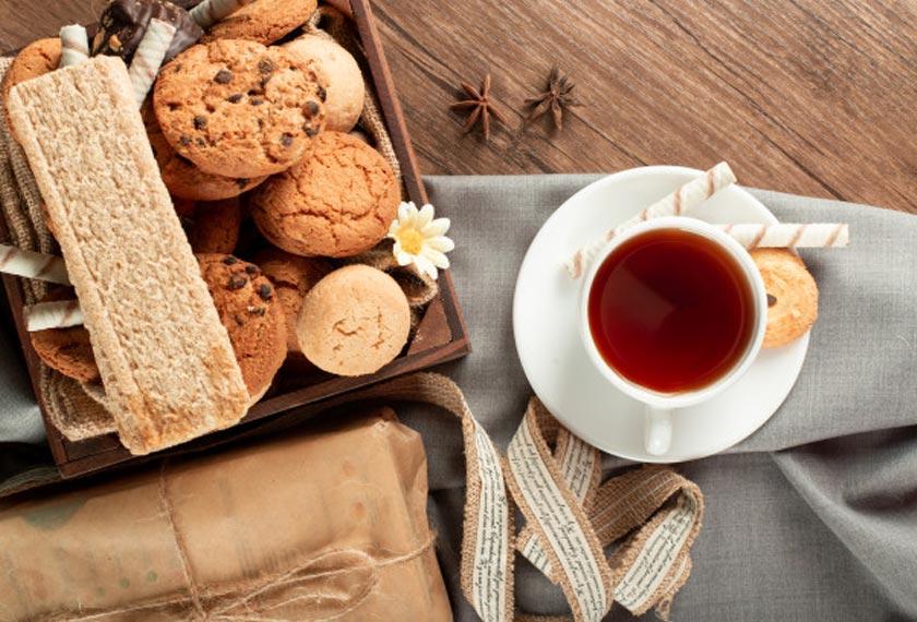 Protein, lemak dan karbohidrat yang terdapat dalam biskut juga memenuhi keperluan pemakanan semasa puasa