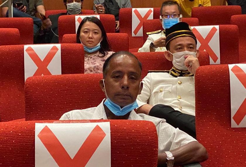 Beberapa Ahli Parlimen pembangkang dilihat hadir sama pada sidang media tersebut. - Foto Astro AWANI