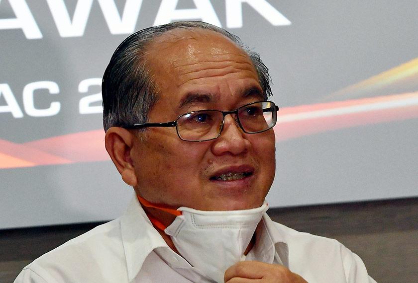 Timbalan Ketua Menteri Sarawak, Datuk Amar Douglas Uggah Embas