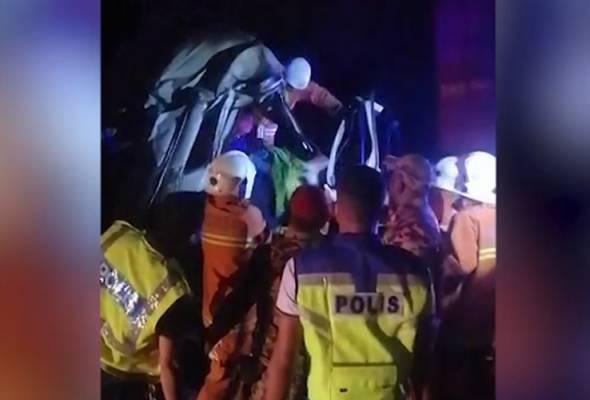 Pemandu lori maut rempuh lori kontena di Lebuhraya PLUS