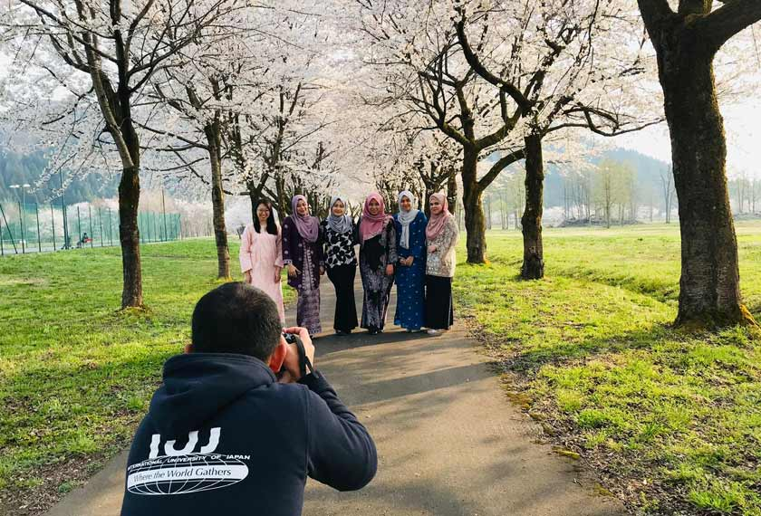 Rakyat Malaysia di luar negara pastinya telah lama menggunakan aplikasi yang sama untuk menyambut bersama ibu dan ayah di tanah air. - Foto Afdal Izal Md Hasim