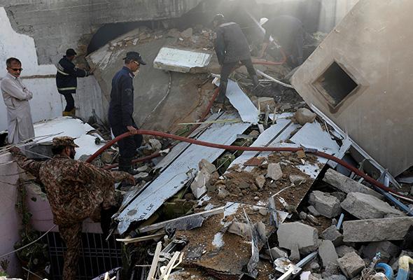 Kotak hitam pesawat Pakistan terhempas dijumpai