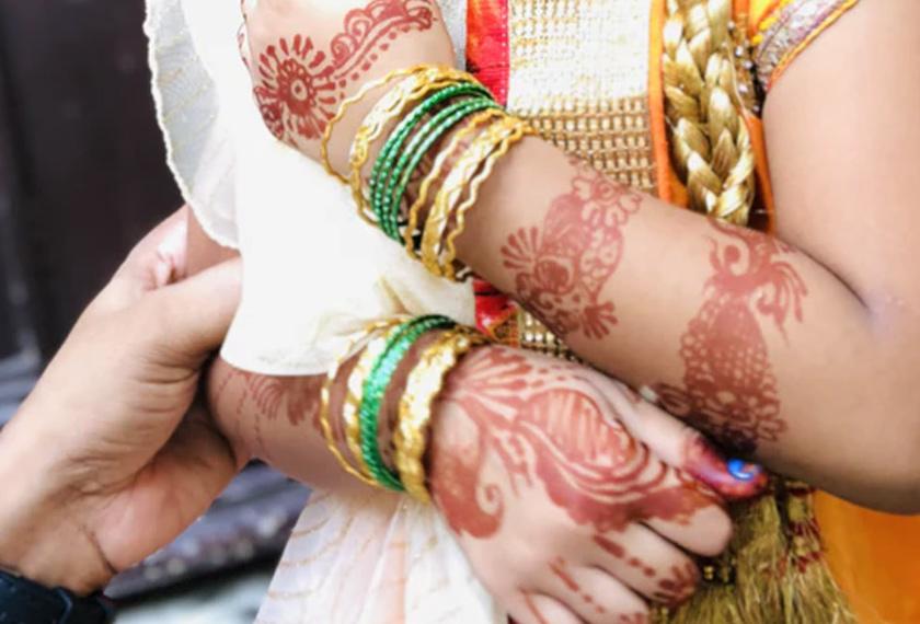 Di India pula, perayaan Aidilfitri yang dikenali sebagai 'Chaand Raat' yang bermaksud 'malam anak bulan' kebiasaannya akan disambut pada malam raya.