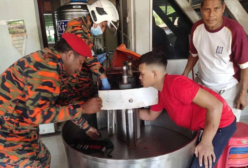 Sebelum kejadian, pekerja itu dipercayai sedang membancuh tepung. Foto ihsan JBPM Perak
