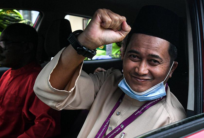 Mohd Shukri ketika tiba di pusat penamaan calon di IKBN di Pekan hari ini. --fotoBERNAMA