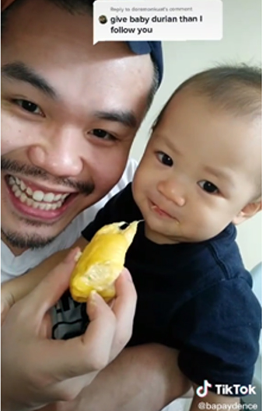 Alex yang selalu merakam video mukbang turut menjadikan Tik Tok sebagai medium berkongsi kenangan indah bersama anaknya.