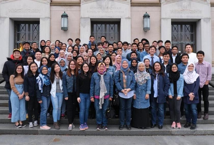 Pemimpin PETRONAS bersama para pelajar PESP di sebuah sesi perjumpaan di United States pada tahun 2019.
