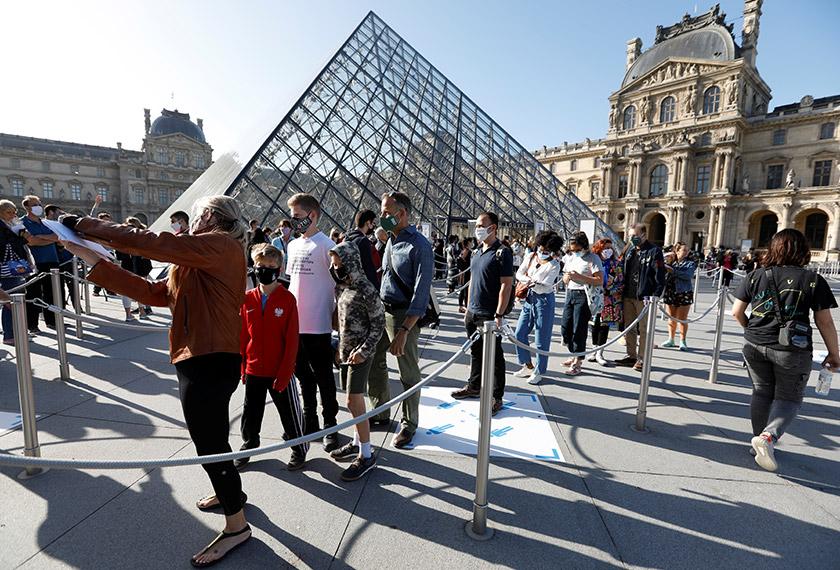 Muzium terkemuka dunia, The Louvre di Paris mula menerima semula pengunjung pada Isnin selepas lebih empat bulan ditutup susulan penularan COVID-19.