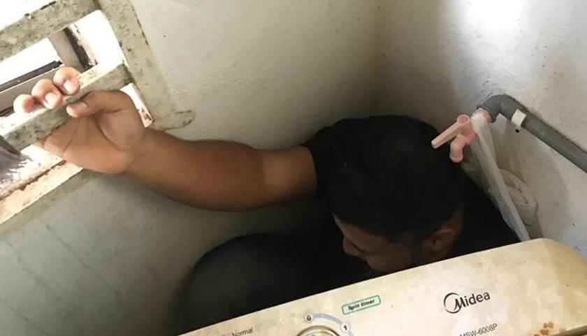 Suspek ditemui sembunyi belakang mesin basuh. Foto PDRM