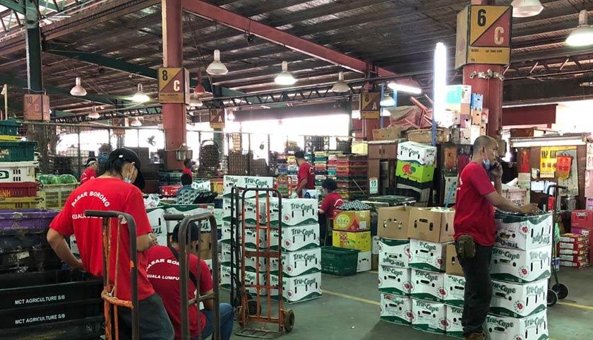 Hamzah Dolmat, usaha itu bagi mewujudkan suasana dalam pasar lebih kemas dan teratur, selain mudah untuk mengenal pasti kedudukan pekerja dan peniaga.