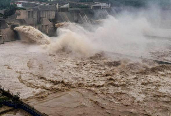 China buka empangan Sungai Huaihe usaha redakan banjir