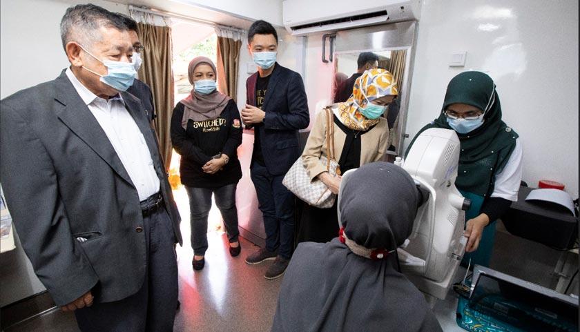 'Roadshow' klinik bergerak ini akan diadakan di kawasan bandar dan luar bandar yang turut menyediakan perkhidmatan kesihatan kepada orang awam.