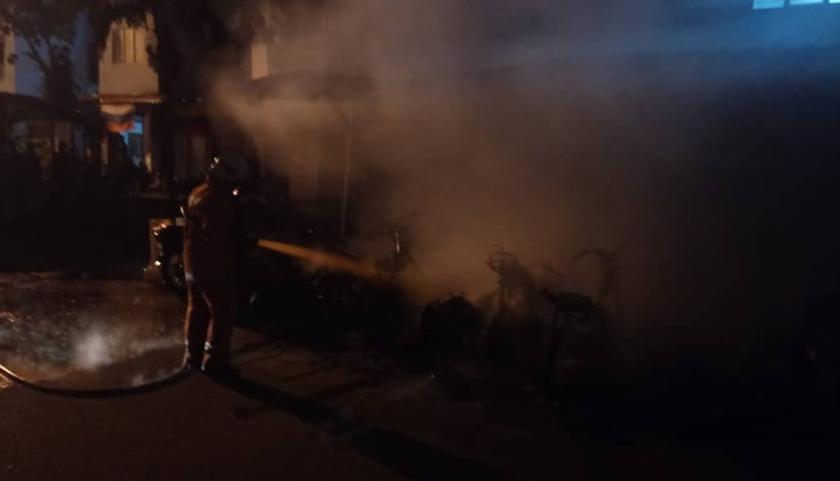 Kebakaran memusnahkan 61 kenderaan di PPR Gombak Setia.