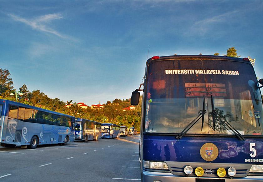 Walaupun terpaksa menunggu bas berjam-jam, ada yang lebih rela naik bas daripada mencari kawasan parkir yang terhad.