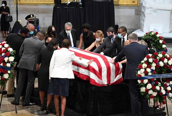 Upacara penghormatan terakhir mendiang John Lewis