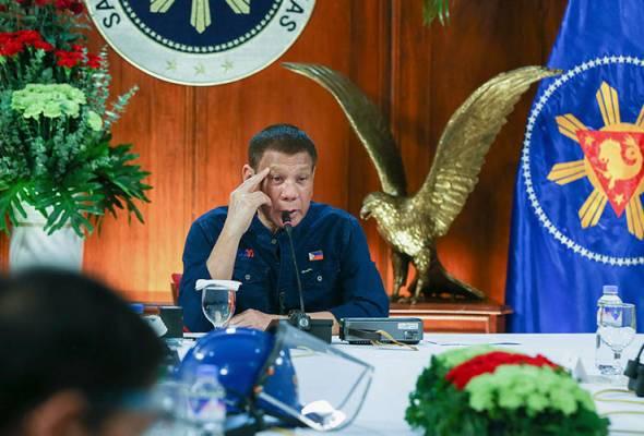 Saranan Duterte, cuci pelitup muka guna minyak tanah cetus kekhuatiran