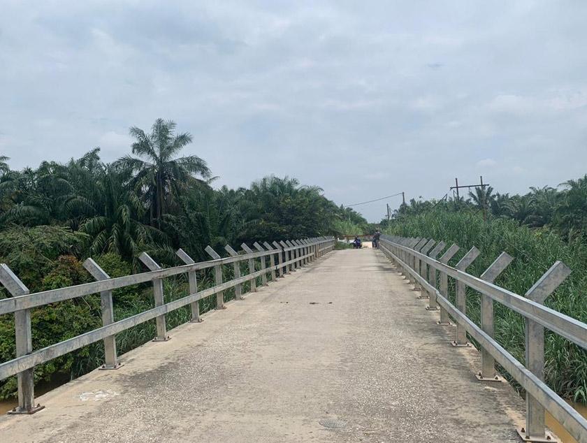 Jambatan ini ditutup untuk kenderaan ringan dan hanya boleh dilalui oleh penunggan motosikal dan pejalan kaki sahaja - Gambar Astro AWANI