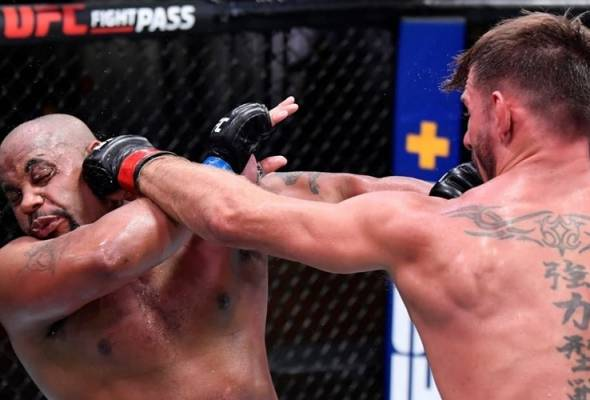 UFC 252: Stipe Miocic kekal juara heavyweight, DC umum bersara