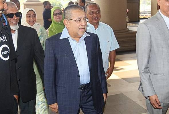 Lawatan pegawai khas politik ke hotel di Kuching bukan arahan saya - Isa Samad