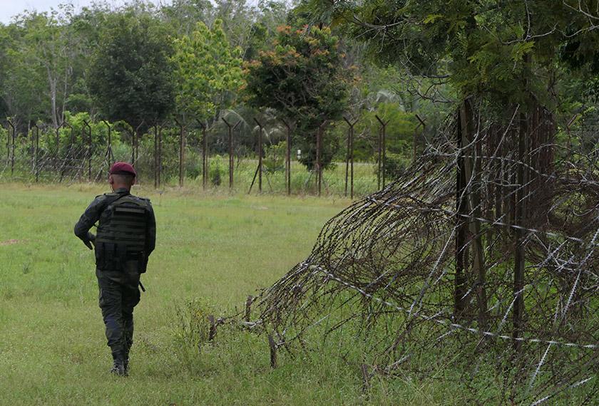 Anggota Batallion Tiga, Briged Utara, Pasukan Gerakan Am sentiasa bersiap sedia berhadapan dengan sindiket. -Astro AWANI/Fareez Azman