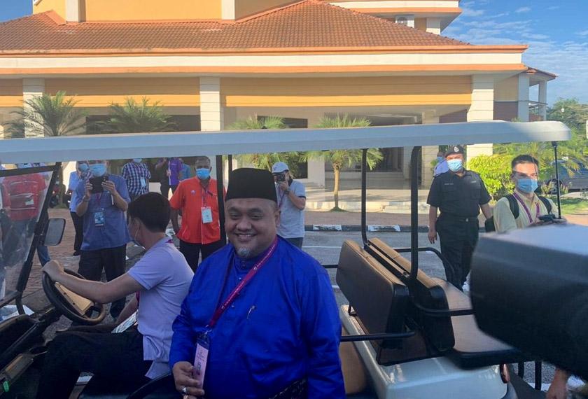 Mohd Zaidi yang merupakan pemangku Ketua UMNO Bahagian Tanjung Malim dijangka ditentang calon bebas dalam PRK kali ke-12 itu sejak Pilihan Raya Umum ke-14 (PRU14).