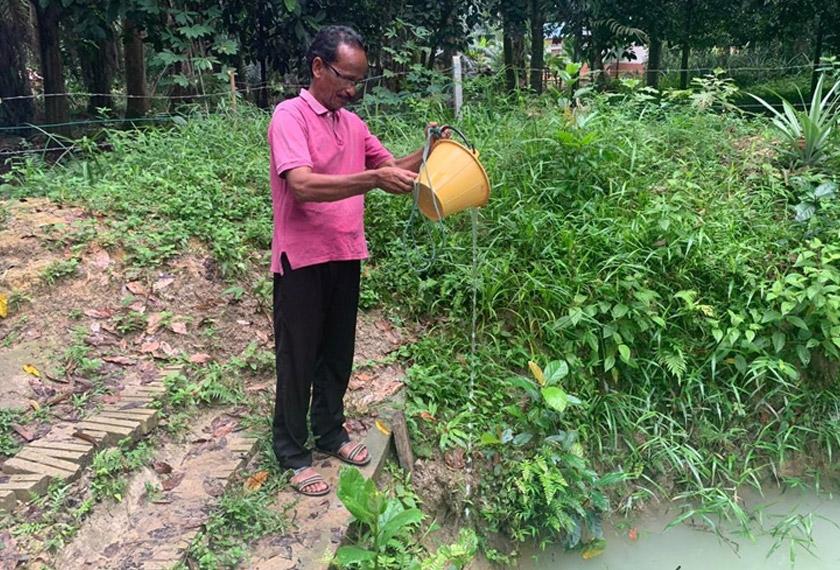 Latah Merah (gambar) menunjukkan keadaan air telaga yang digunakan setiap hari oleh penduduk kampung sejak lapan bulan lalu - Gambar Astro AWANI