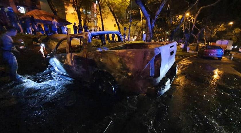 Polis berjaya menjumpai kenderaan digunakan suspek dalam keadaan terbakar di Damansara, Petaling Jaya pada malam Isnin.Foto Ihsan PDRM