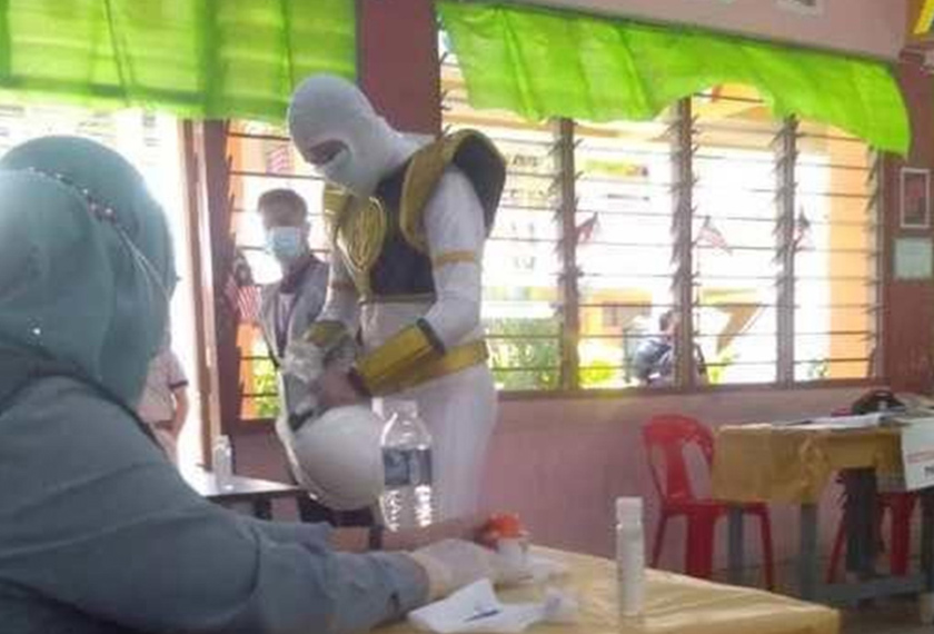 Sumber foto: Petugas SPR di SMK Tansau, Penampang