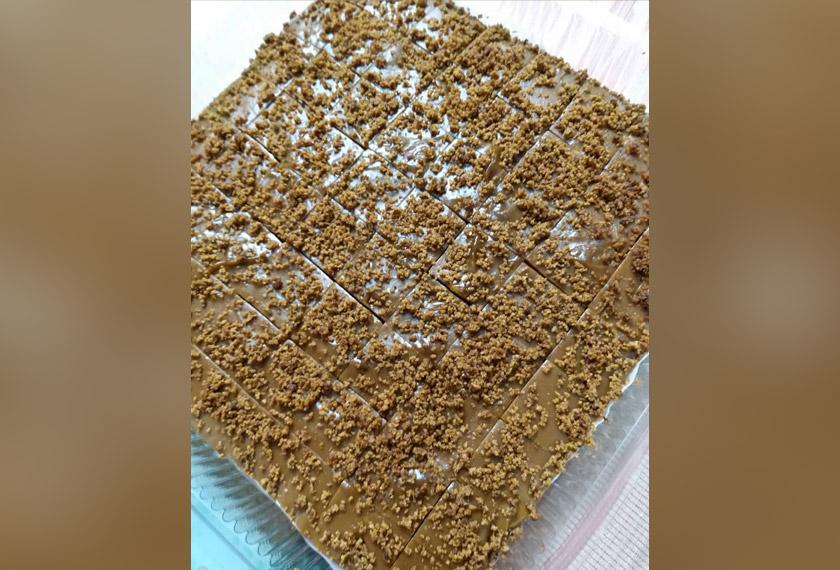 Kuih Koleh Kacang Tahi Minyak dari Kelantan ini sedap dinikmati di waktu minum petang. Namanya sahaja menggerunkan dan geli, tetapi rasanya memikat hati. - Gambar Astro AWANI