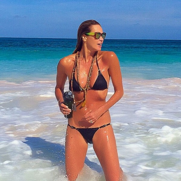 Elle Macpherson Turned 51 But Youd Never Know It Based On This Beach Shot Where Can We Duplicate Her Incredible Workout