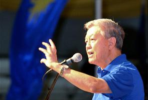 Who should lead MCA after Chua Soi Lek?