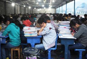 Baju dalam diharamkan dalam peperiksaan di China