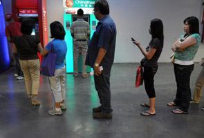 Selepas tragedi taufan Haiyan, mesin ATM mula dibuka untuk orang ramai