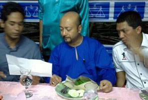 Kemesraan Mukhriz dan Khairy jadi perhatian di Sg Limau