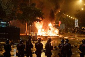 Rusuhan mengejut gemparkan Singapura