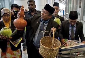 Raja Bomoh MH370  jadi Raja Lawak